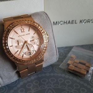 Like new! Michael Kors rose gold chronograph watch
